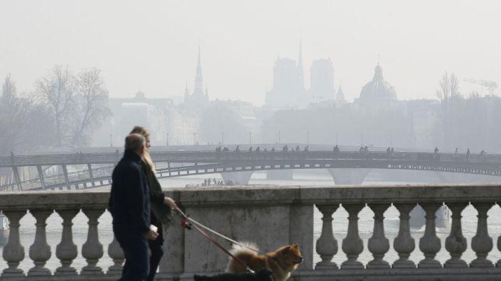 brume-de-pollution-sur-paris-le-18-mars-2016-vue-depuis-le-pont-de-la-concorde_5578491.jpg